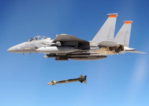 Explosive「An F-15E Strike Eagle drops a GBU-28 bomb during a Combat Hammer mission.」:スマホ壁紙(5)