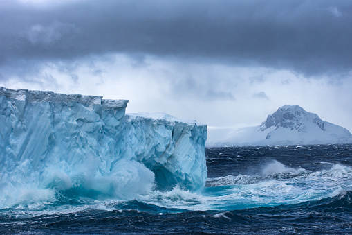 Iceberg - Ice Formation「Massive Iceberg floating in Antarctica in a storm」:スマホ壁紙(14)