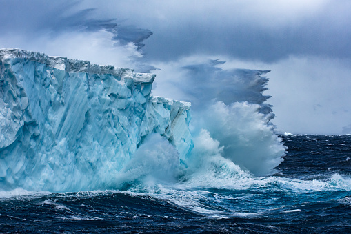Iceberg - Ice Formation「Massive Iceberg floating in Antarctica in a storm」:スマホ壁紙(15)