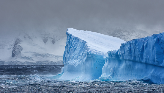 Dramatic Landscape「Massive Iceberg floating in Antarctica」:スマホ壁紙(13)