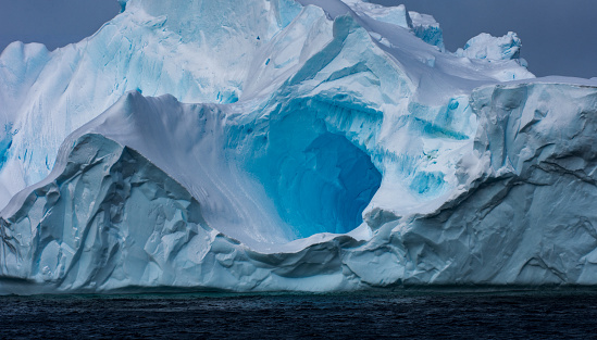 Iceberg - Ice Formation「Massive Iceberg floating in Antarctica」:スマホ壁紙(5)