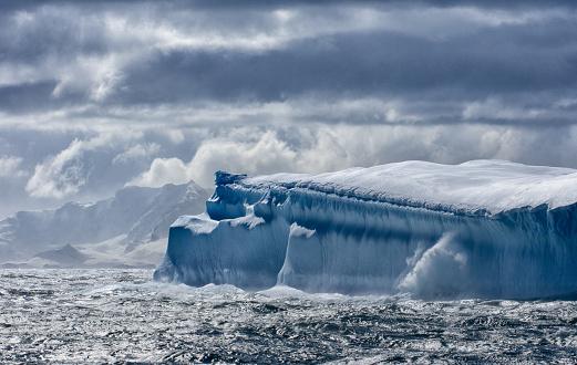 Cruise - Vacation「Massive Iceberg floating in Antarctica」:スマホ壁紙(15)