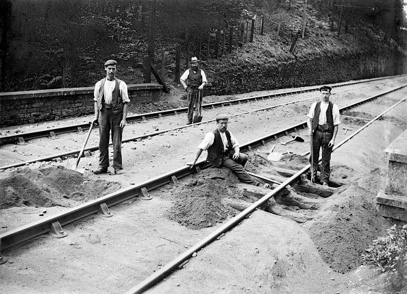 Railroad Track「Railway Tracklayers At Work」:写真・画像(17)[壁紙.com]