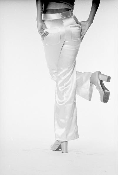 Satin Pants「Satin Trousers」:写真・画像(7)[壁紙.com]