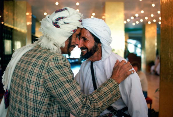 Men「Men Giving Arab Greeting in Abu Dhabi」:写真・画像(9)[壁紙.com]