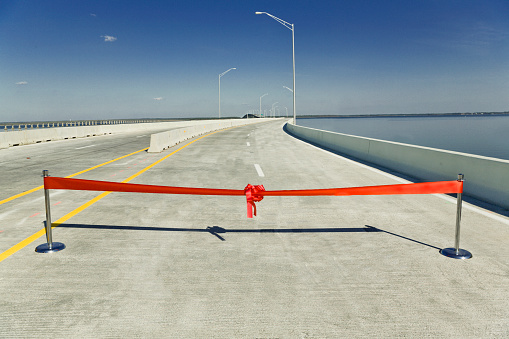 Southern USA「Red ribbon across highway bridge over Escambia Bay」:スマホ壁紙(9)