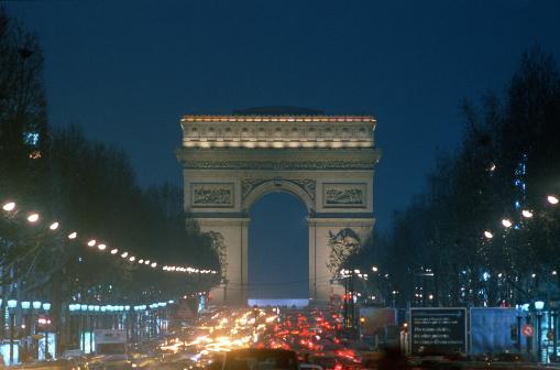 Boulevard「Arc de Triumph and traffic , Paris , France」:スマホ壁紙(17)
