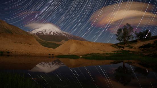 Iran「Star trails above Mount Damavand, Iran. Mount Damavand is the highest peak in Iran.」:スマホ壁紙(5)