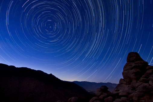自然地理学「Star trails from a vista overlooking Borrego Springs and the Santa Rosa Mountains in Anza Borrego Desert State Park, California.」:スマホ壁紙(0)