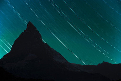 Pennine Alps「Star trails over Matterhorn」:スマホ壁紙(13)