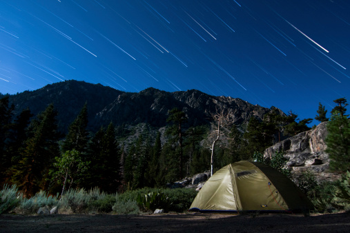 インヨー国有林「Star trails and a lone tent in the Inyo National Forest, California」:スマホ壁紙(12)