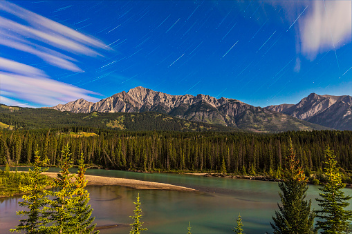star sky「Star trails above the Front Ranges in Banff National Park, Alberta, Canada.」:スマホ壁紙(8)