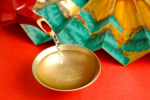 Sake「Spiced sake pouring into sake cup」:スマホ壁紙(10)