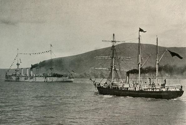 Passenger Craft「The Nimrod Passing HMS PowerfulIn Lyttelton Harbour」:写真・画像(7)[壁紙.com]