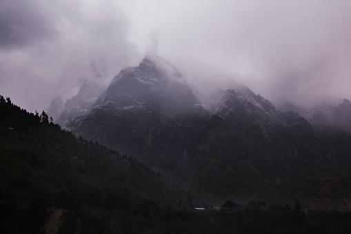 Khumbu「Swirling clouds around Himalayan peaks, Everest Base Camp Trek, Nepal」:スマホ壁紙(16)