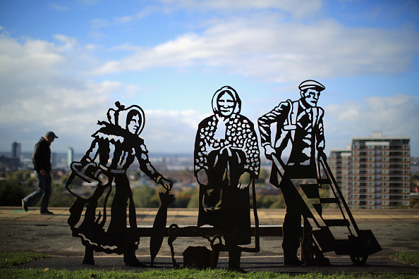 Bench「Local Heroines Kitty Wilkinson And Molly Bushell Are Commemorated On A Portrait Bench Unveiled In Everton Park」:写真・画像(9)[壁紙.com]