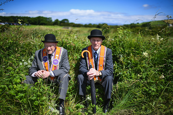 County Donegal「Members Of The Orange Order March Across The Sand At Rossnowlagh」:写真・画像(0)[壁紙.com]