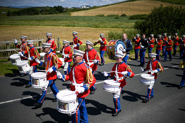 County Donegal「Members Of The Orange Order March Across The Sand At Rossnowlagh」:写真・画像(15)[壁紙.com]