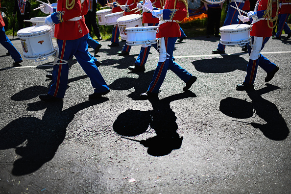 County Donegal「Members Of The Orange Order March Across The Sand At Rossnowlagh」:写真・画像(12)[壁紙.com]