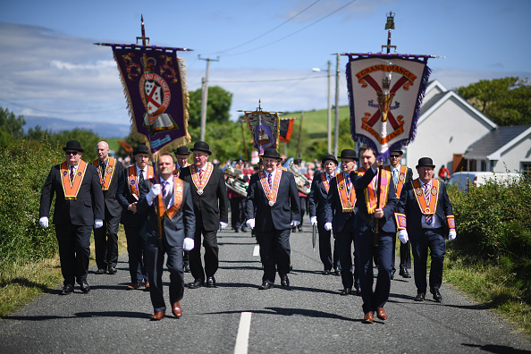 County Donegal「Members Of The Orange Order March Across The Sand At Rossnowlagh」:写真・画像(2)[壁紙.com]