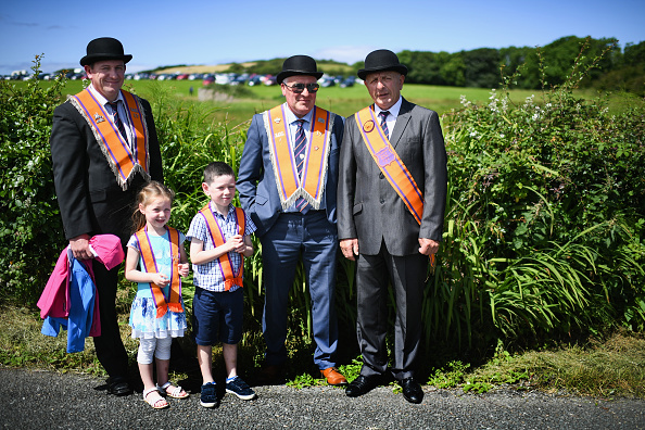 County Donegal「Members Of The Orange Order March Across The Sand At Rossnowlagh」:写真・画像(16)[壁紙.com]
