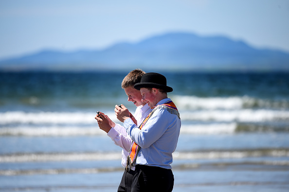 County Donegal「Members Of The Orange Order March Across The Sand At Rossnowlagh」:写真・画像(4)[壁紙.com]