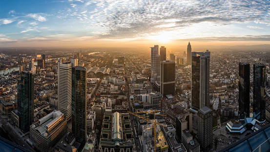 Water's Edge「Germany, Frankfurt, View over the city at sunset from above」:スマホ壁紙(12)