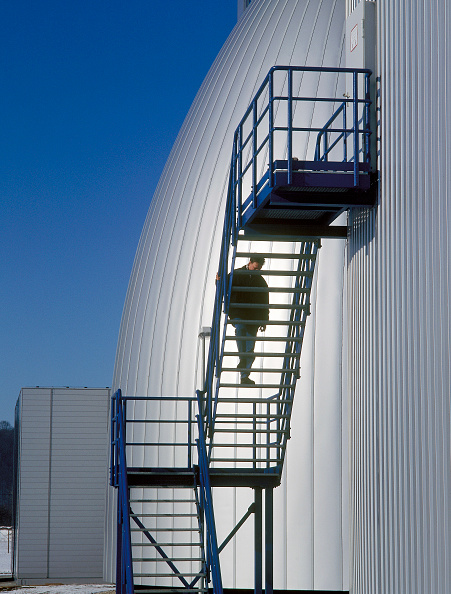 Solitude「Biological fermentation tank at sewage farm and water purification plant. Gera, Germany.」:写真・画像(12)[壁紙.com]