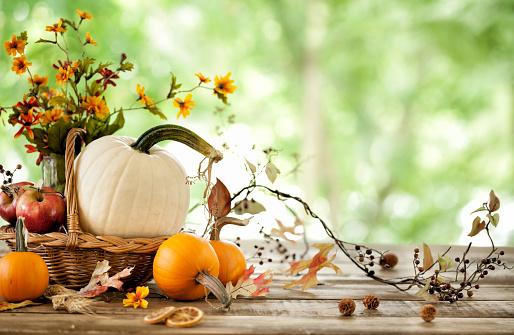 かえでの葉「秋のカボチャの背景」:スマホ壁紙(10)