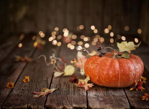 かえでの葉「秋のカボチャの背景」:スマホ壁紙(12)