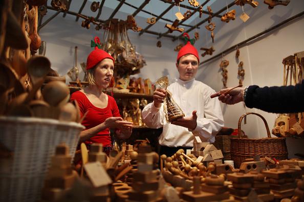 Elf「Shoppers Flock To Spirit Of Christmas Fair」:写真・画像(6)[壁紙.com]