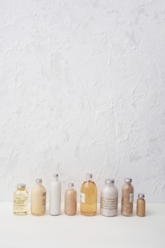 Gear「Row of cosmetics bottles」:スマホ壁紙(12)