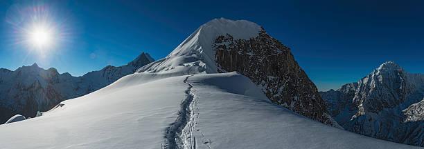 Mountaineers climbing Himalaya peak Nepal:スマホ壁紙(壁紙.com)