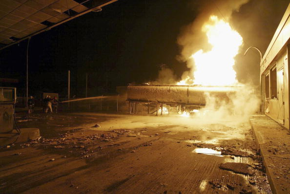 Exploding「Two Killed in Baghdad Gas Station Blast」:写真・画像(13)[壁紙.com]
