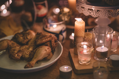Stuffed Chicken「roast chicken served on plate displayed on a wooden table with candlelight decoration during Christmas dinner party」:スマホ壁紙(16)