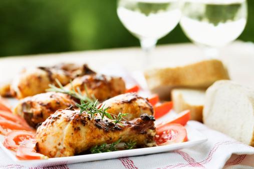 Picnic「roast chicken legs and white wine at picnic」:スマホ壁紙(6)