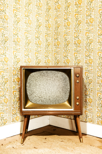 キッチュ「レトロなテレビ」:スマホ壁紙(19)