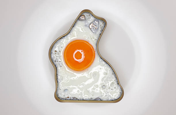 Fried egg in bunny shaped springform tin:スマホ壁紙(壁紙.com)