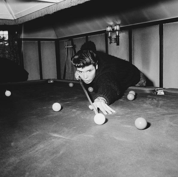 Philanthropist「Cliff Richard plays pool」:写真・画像(11)[壁紙.com]