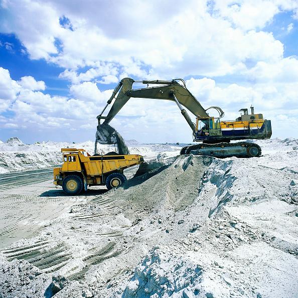 Toughness「Komatsu PC1000 crawler excavator and rigid dumper truck. Volcanic Ash. Philippines. Year 1998.」:写真・画像(13)[壁紙.com]