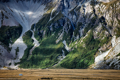 Mt Cook「Camper van at Mount Cook of the Southern Alps in New Zealand」:スマホ壁紙(19)