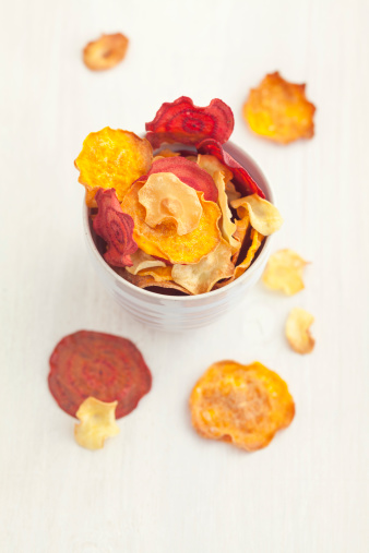 Turnip「Bowl of roasted vegetable chips made of parsnips, sweet potatoes, beetroots, carrots and turnips」:スマホ壁紙(8)