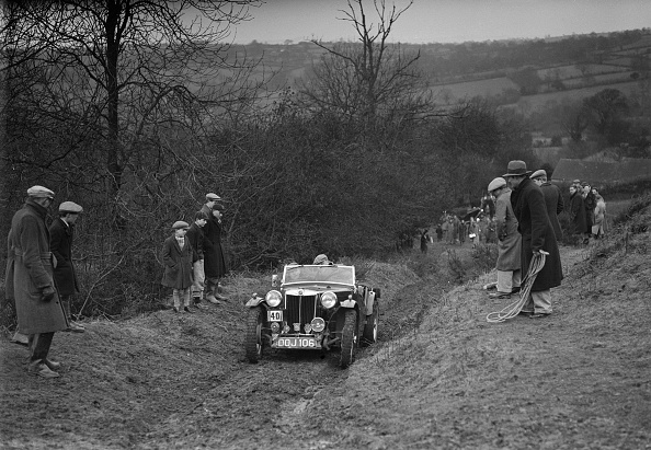 Country Road「MG TA of F Wallace competing in the MG Car Club Midland Centre Trial, 1938」:写真・画像(7)[壁紙.com]