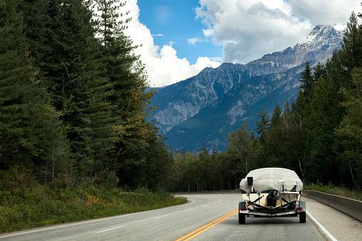 Yoho National Park「Driving through Yoho National Park in British Columbia, Canada」:スマホ壁紙(6)