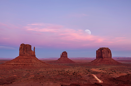 Utah「Sunset and Moon Rise at Monument Valley」:スマホ壁紙(17)