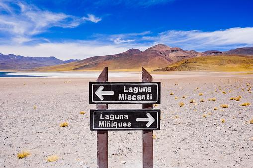 cloud「Sign for Lagunas Miscanti and Miniques in the Atacama Desert, Chile」:スマホ壁紙(15)