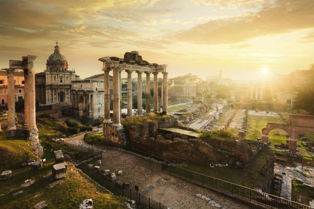 Roman Forum at sunrise, from left to right: Temple of Vespasian and Titus, church of Santi Luca e Martina, Septimius Severus Arch, ruins of Temple of Saturn.:スマホ壁紙(壁紙.com)