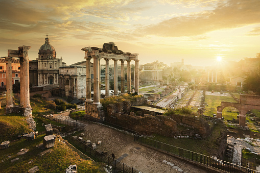 Lazio「Roman Forum at sunrise, from left to right: Temple of Vespasian and Titus, church of Santi Luca e Martina, Septimius Severus Arch, ruins of Temple of Saturn.」:スマホ壁紙(1)
