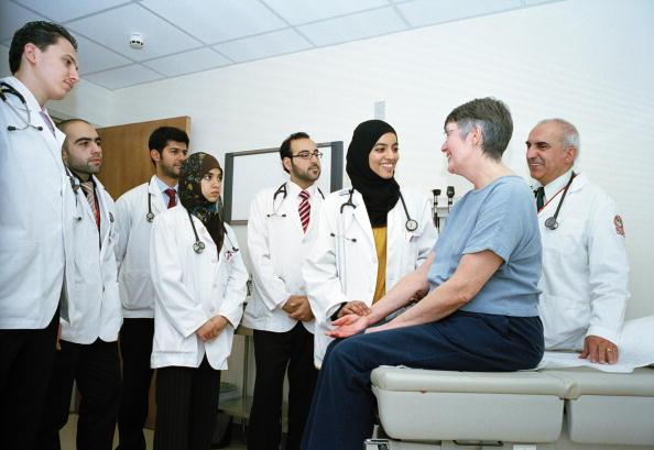 Tom Stoddart Archive「Medical Students In Doha」:写真・画像(15)[壁紙.com]