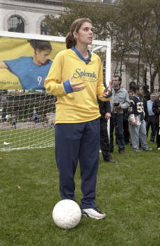 Women's Soccer「Mia Hamm in New York City」:写真・画像(16)[壁紙.com]